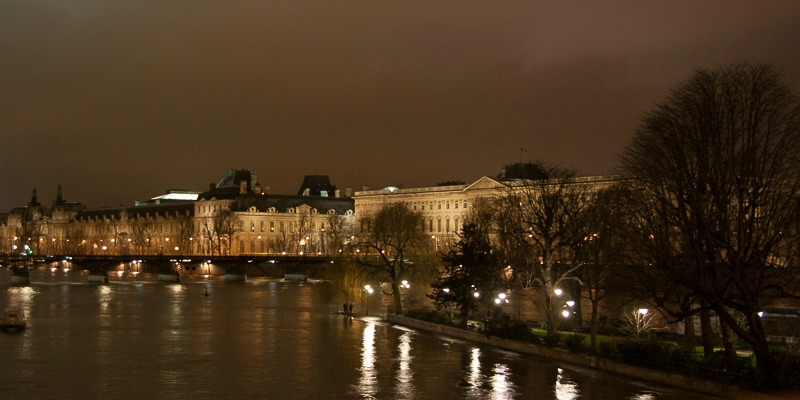 Vue du Louvre et du pont des arts du Pont Neuf