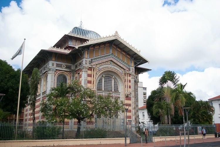 bibliotheque-schoelcher-facade-fort-de-france