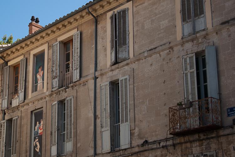 facade-ville-avignon-streetart