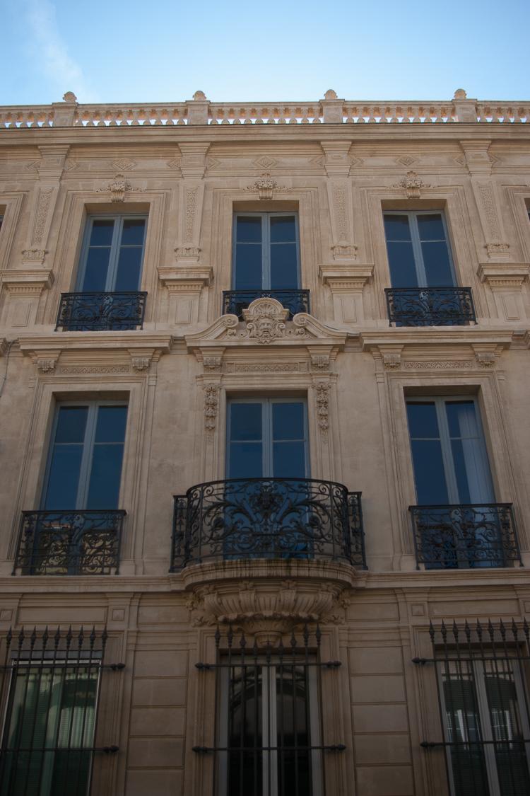 facade-ville-avignon