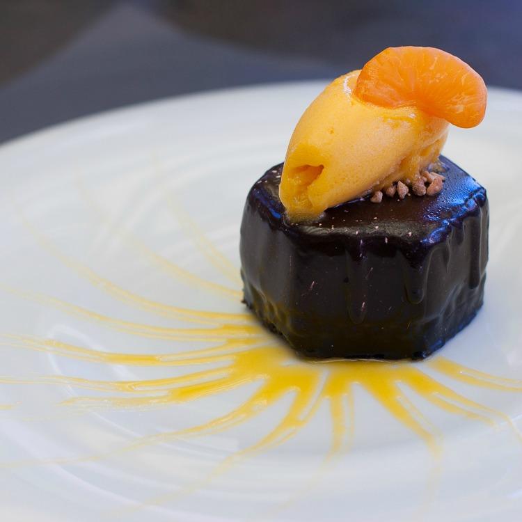 dessert-chocolat-carre-herbe