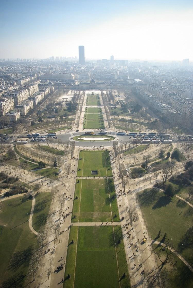 Paris-tour-eiffel-champs-de-mars