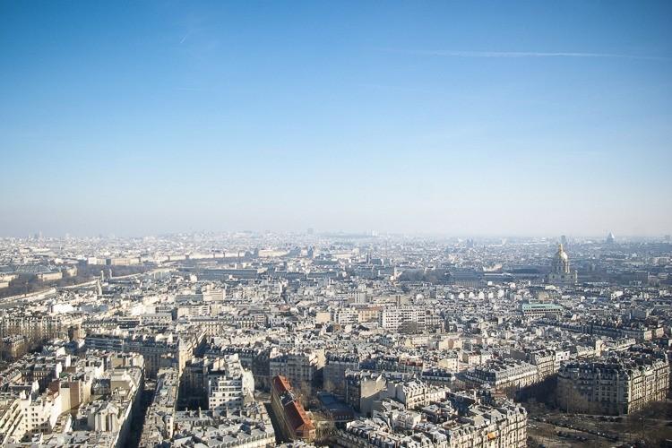 Paris-tour-eiffel-vue-toits-parisiens