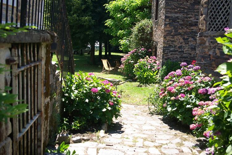 jardin-calme-le-saillant-allassac