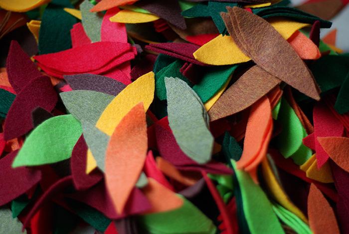 DIY-automne-guirlande-feutrine-forme-feuille