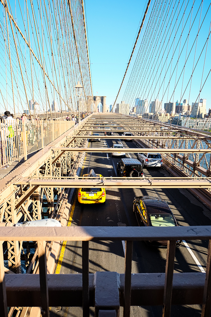 new-york-brooklyn-bridge-cab-2